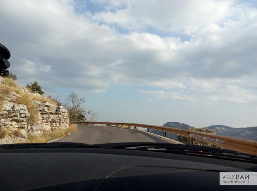 горная дорога в черногории