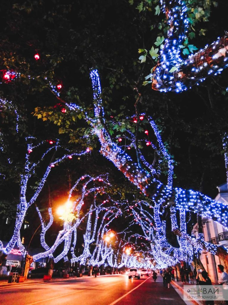 светящаяся улица в Ханчжоу