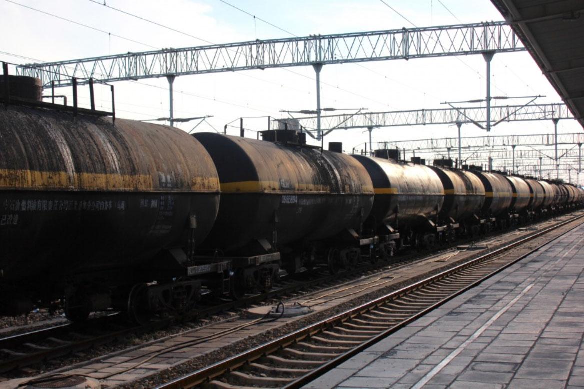 Нефтяной поезд в Куйтуне