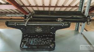 МПЗ СССР печатная машинка старая электро техника в музее садгород владивосток