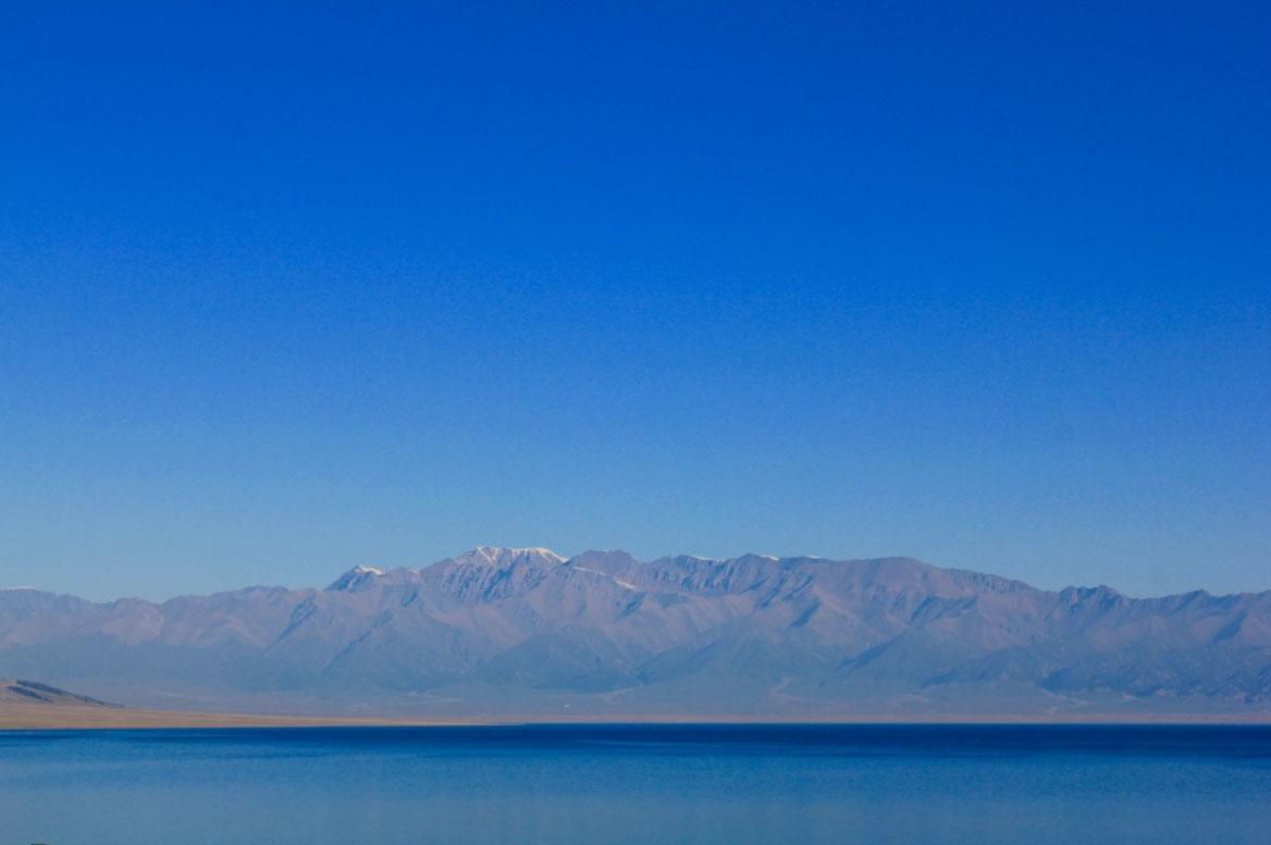 Горный хребет Тяньшань и озеро Сайрам-нур