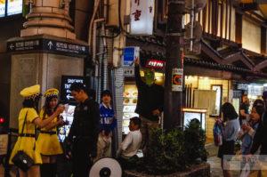 ночная улица дотонбори в осаке