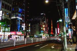 вид на токийскую башню из роппонги