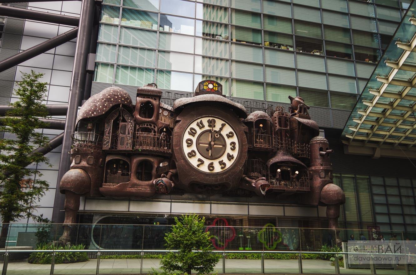 часы студии Гибли в токио