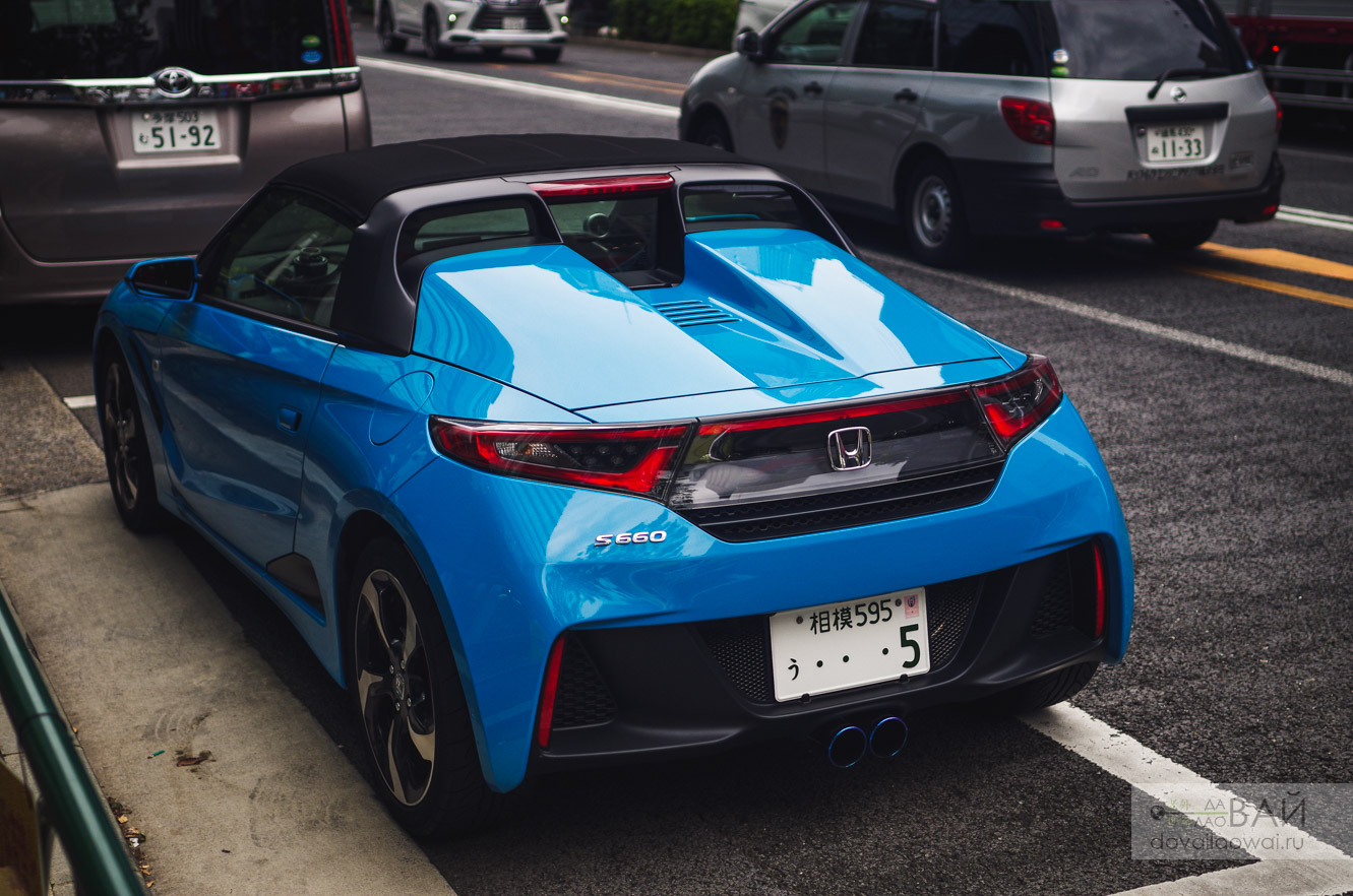 Honda S660 on the streets of tokyo