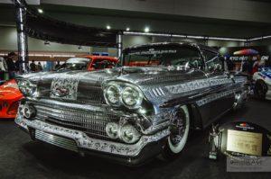 серебрянная Chevy Impala sema на токийским автошоу